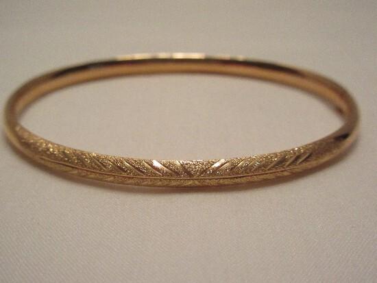 14kt Costa Rica Bangel Etched Bracelet w/ Sliding Hinge
