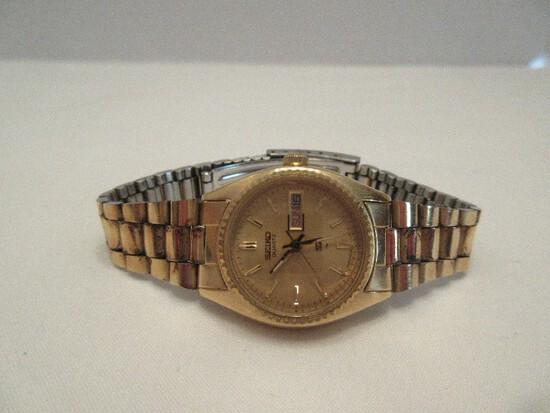 Seiko Quartz Ladies Wrist Watch w/ Date & Day Display Gold Tone