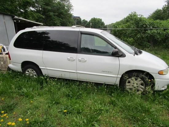 White Dodge Grand Caravan Sport 6 Seat 2 Doors, 2 Sliding Doors
