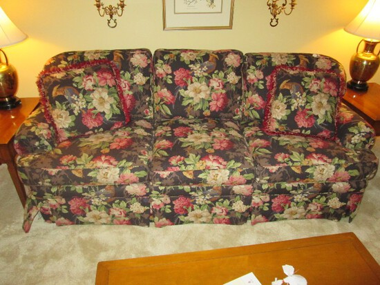 King Hickory 3 Seat Sofa w/ Floral Pattern Upholstered Print w/ 2 Throw Cushions