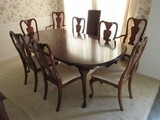American Drew Furniture Cherry Queen Anne Style Traditional Dining Table w/ 2 Leaves