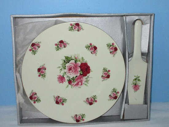 """Formalities by Baum Brothers Porcelain 10 1/2"""" Cake Plate w/ Server Pink/Red Rosebuds"""