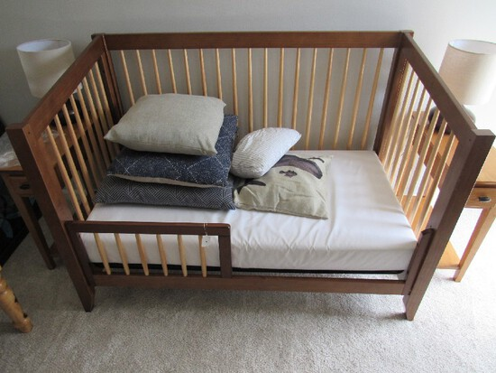 Wooden Da Vinci Convertible Child's/Baby Crib Narrow Legs, Slat Descending Sides w/ Extra Side