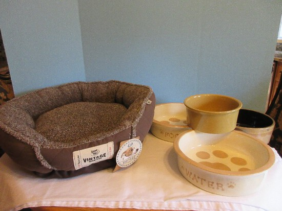 New Happy Tails Vintage Pet Bed Denim Style & Stoneware Dog Bowls