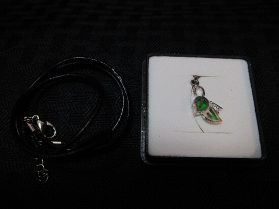 Silver Leaf/Feather Pendent Necklace