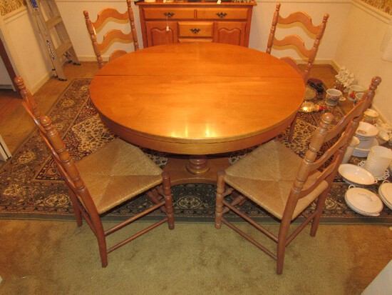 Wooden Round Table w/ Twin Spindle Pedestal Legs w/ 2 Leaves & 4 Chairs