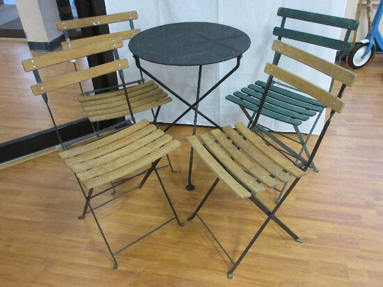 Round Black Metal Patio Table w/ 4 Black Metal Frame Folding Chairs Wooden Slats