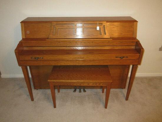 Yamaha Console Style Piano Honey Oak w/ Bench & Sheet/Music Book