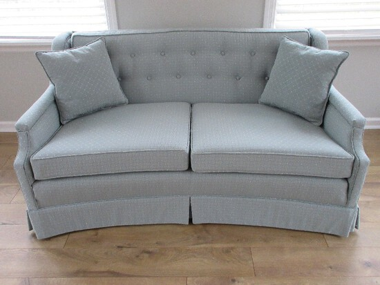 Formal Modern Curved Love Seat w/ Tufted Back, 2 Accent Pillows & Pleated Skirt