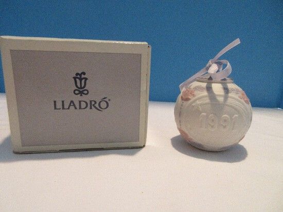 1991 Collectors Lladro Merry Christmas Limited Edition Series Porcelain Annual Ornament
