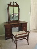 Traditional Mahogany Vanity w/ Attached Framed Arched Pediment Finial Mirror
