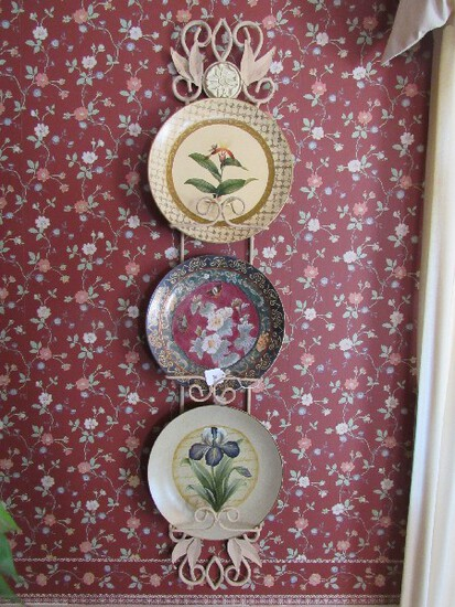 Wall Mounted Metal Plate Stand Scroll/Floral Motif Design w/ 3 Décor Ceramic Plates