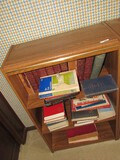 4-Tier Wooden Shelving Organizers w/ Metal Band, Panel Back w/ Contents