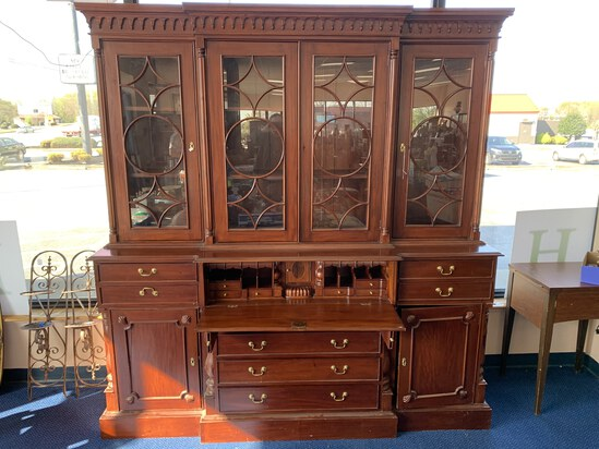 WHAM SHOWROOM AUCTION ONSITE IN TAYLORS #7961