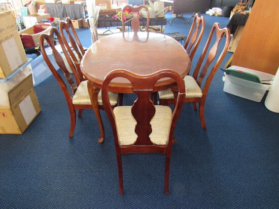 Wooden Extendable Dining Table w/ 1 Leaf, Curved Legs w/ 6 Chairs, Curved to Pad Feet