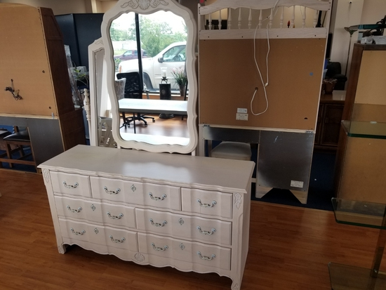 Stanley Furniture Pale Wooden Dresser w/ Back Mounted Mirror, 7 Drawers
