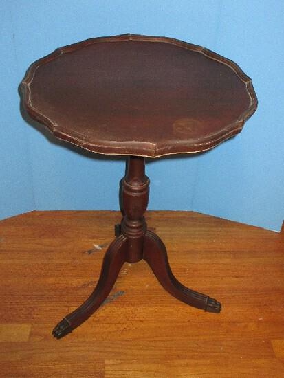 Mahogany Pie Crust Pedestal Center Table w/ Paw Cap Feet