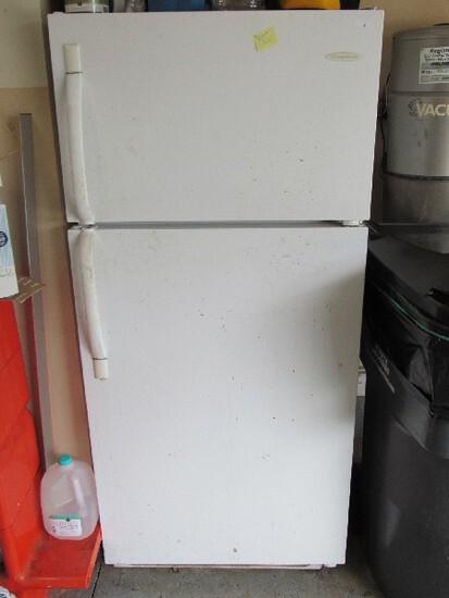 White Frigidaire Refrigerator/Top Freezer