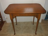 Early Pine Colonial American Style Side Table Tapered Leg Spoon Foot