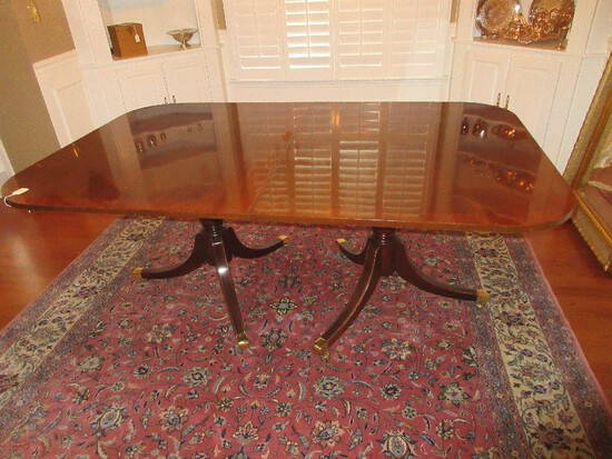 Elegant Duncan Phyfe Style Mahogany Double Pedestal Table w/ Leaf Marquetry Band