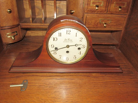 Seth Thomas Westminster Chime Wooden Mantle Clock w/ Key Wind