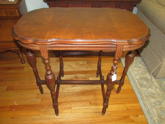 Wooden Side/Entry Table Wave Trim, Grooved Top, Columns to Grooved Urn/Spindle Legs