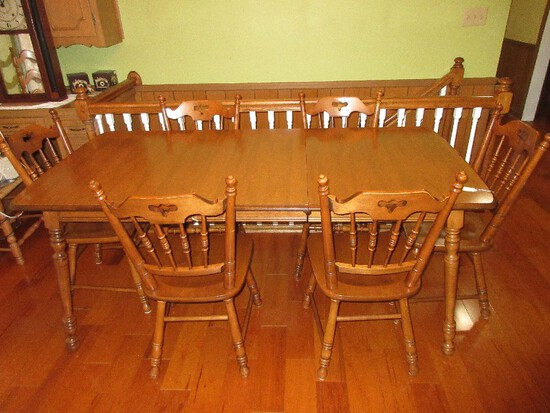 The Tell City Chair Co. Traditional Maple Early American Style Dining Table
