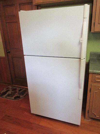 White Kenmore Cold Spot Top Freezer Refrigerator w/ Ice Maker