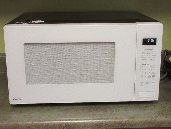 White G.E. Appliance Profile Counter Top 1100 Watt Microwave/Sensor Cooking