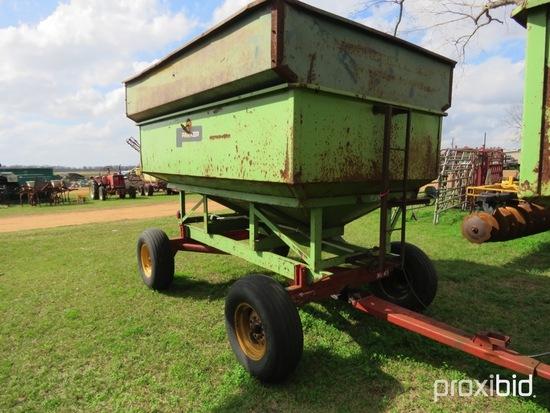 Parker 2100 gravity wagon w/ ear corn extensions