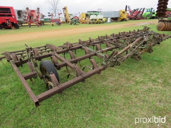 John Deere 1010 field field cultivator
