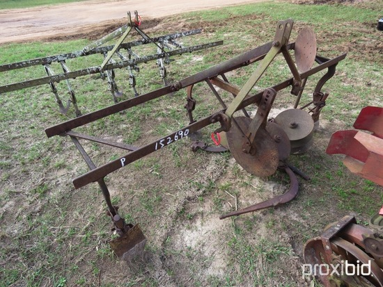Pittsburg 2 row cultivator w/ hillers