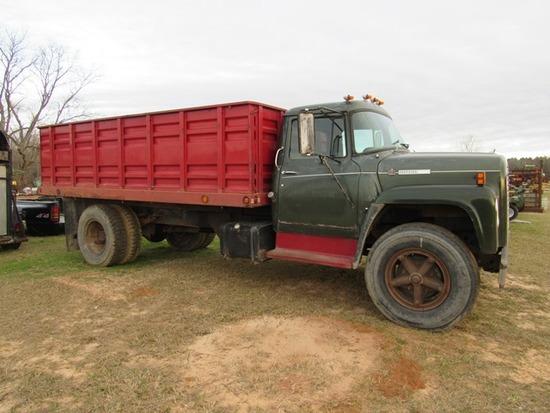 1977 International 1600 grain truck