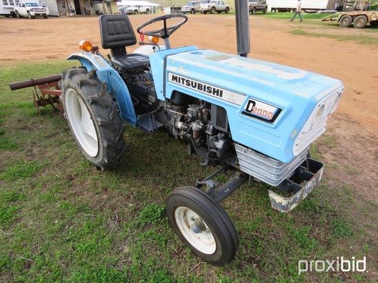 Mitsubishi D2000 tractor