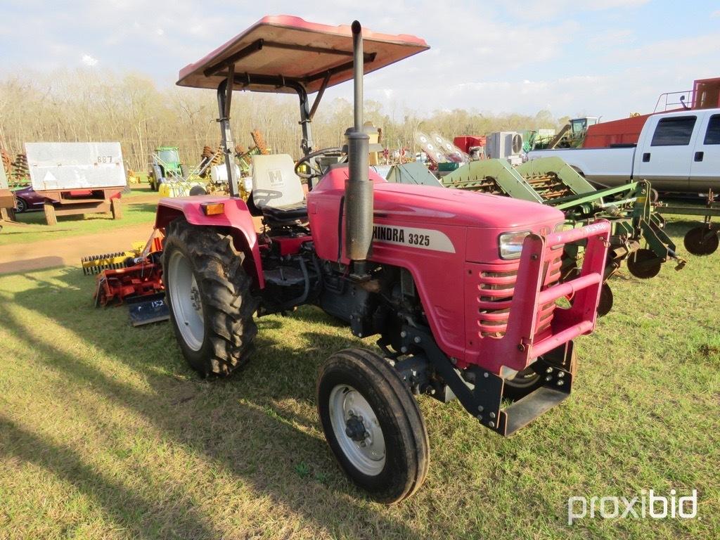 Mahindra 3324 tractor