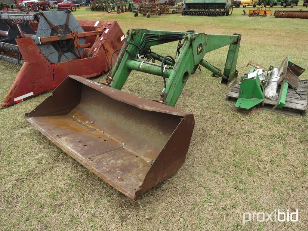 John Deere 148 loader w/ brackets