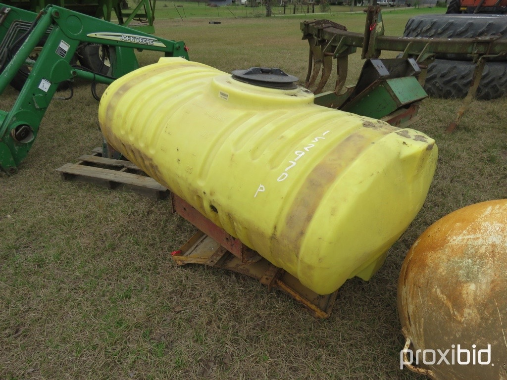 200 gallon front mount tank w/ brackets