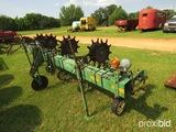 John Deere 4 row s-tine cultivator w/ rolling fenders