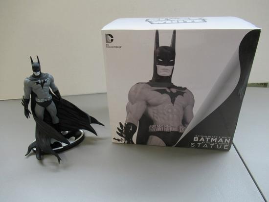 Batman Black and White Statue/Turner