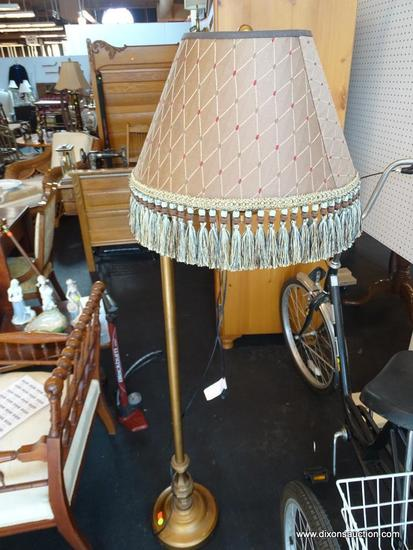 (WIN) ELEGANT DESIGNER FLOOR LAMP WITH TASSELLED LAMPSHADE; COMES WITH HARP AND FINIAL, AS WELL AS