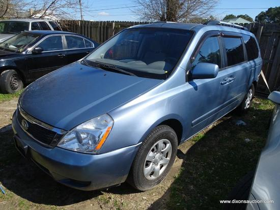 2009 BLUE KIA SEDONA LX MINIVAN; VIN KNDMB233596311415. THIS CAR HAS A BLOWN MOTOR AND WAS ABANDONED