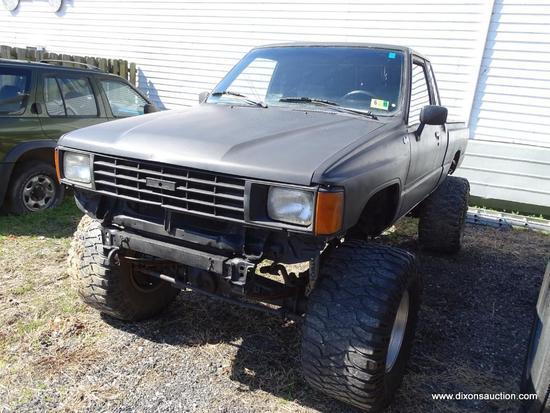 1985 PRIMER BLACK TOYOTA PICK UP TRUCK; VIN JT4RN66S0F5052518. TOYOTA SR5 XTRACAB 4WD PICK UP TRUCK.