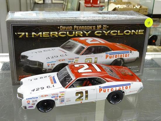 (R2) UNIVERSITY OF RACING LEGENDS 1:24 SCALE DIECAST MODEL CAR; #21 DAVID PEARSON 1971 MERCURY