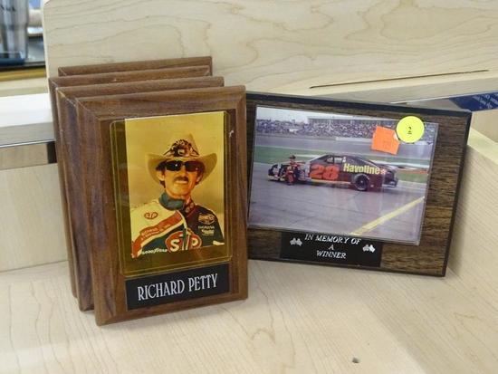(R1) NASCAR DRIVER PLAQUES; TOTAL OF 5 PIECES. 4 HAVE PORTRAIT-ORIENTED TRADING CARDS IN INSERTS ON