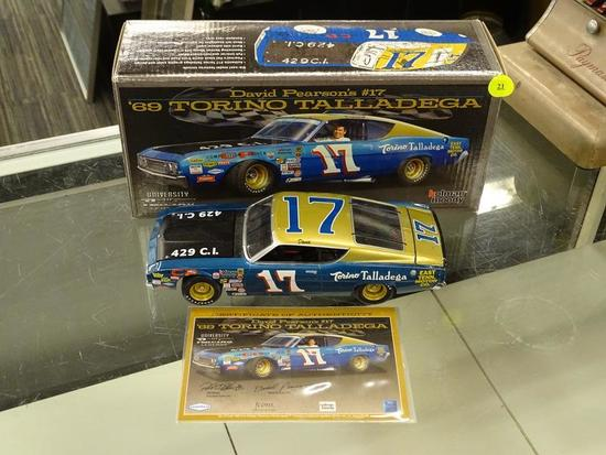 (R4) UNIVERSITY OF RACING LEGENDS 1:24 SCALE MODEL DIECAST CAR; #17 DAVID PEARSON 1969 TORINO