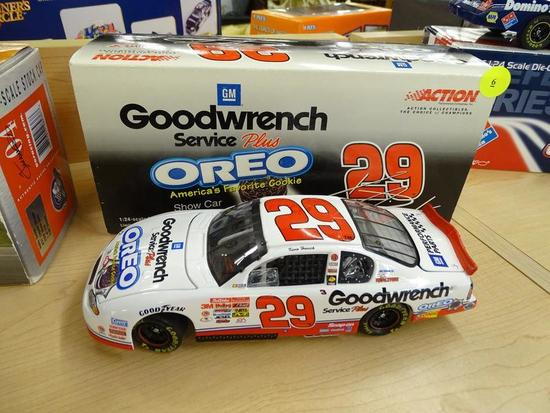 (R1) NASCAR 1:24 SCALE COLLECTIBLE DIECAST STOCK CAR; KEVIN HARVICK #29 GM GOODWRENCH SERVICE