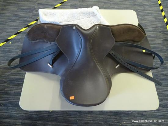 WINTEC 17 IN 500 WIDE LEATHER HORSE SADDLE; IS DARK BROWN IN COLOR. INCLUDES A SADDLE PAD.