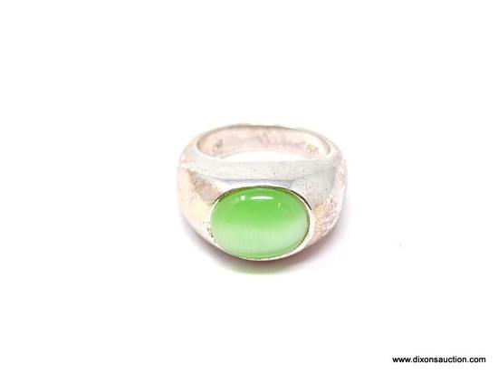 .925 STERLING SILVER LARGE GREEN CAT'S EYE RING; GORGEOUS .925 STERLING SILVER RING WITH STUNNING