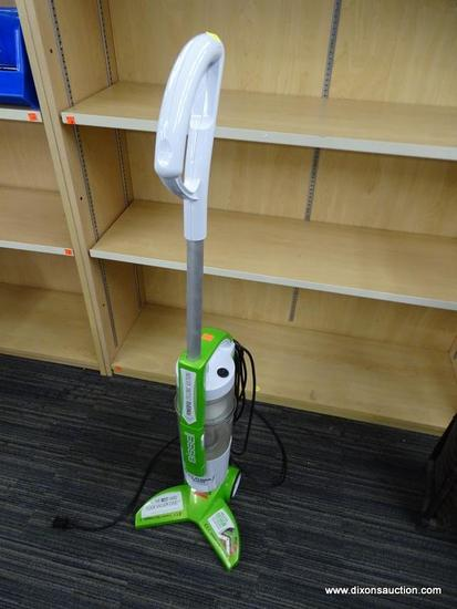 BISSELL HARD FLOOR VACUUM; GREEN AND WHITE HARD FLOOR EXPERT BISSELL VACUUM WITH POWERFUL CYCLONIC