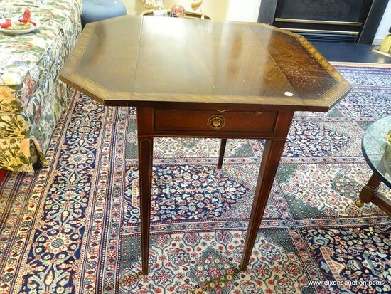 (LR) HEPPLEWHITE TABLE; MAHOGANY INLAID HEPPLEWHITE TABLE WITH 1.5 IN INLAID BANDED TOP, STRING